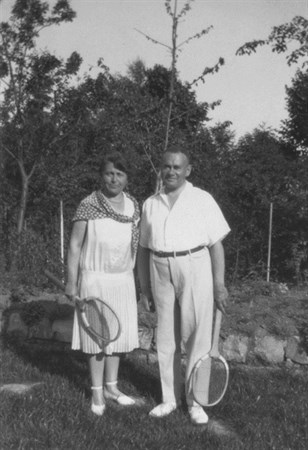 Alfred and Tekla Hess dressed in tennis whites